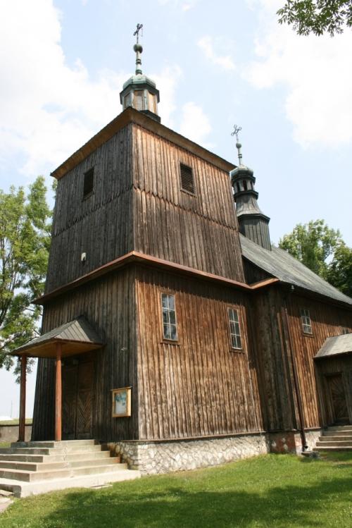 Kościół parafialny w Mostku z 1571r. z późnobarokową amboną i ołtarzem