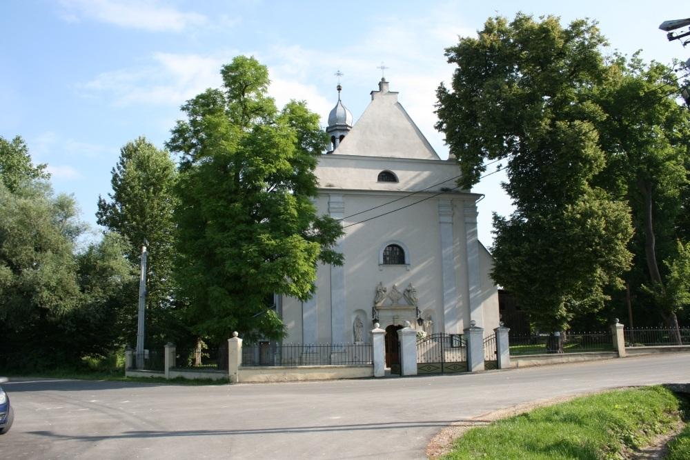 Kościół murowany w Racławicach pw. Apostołów Piotra i Pawła